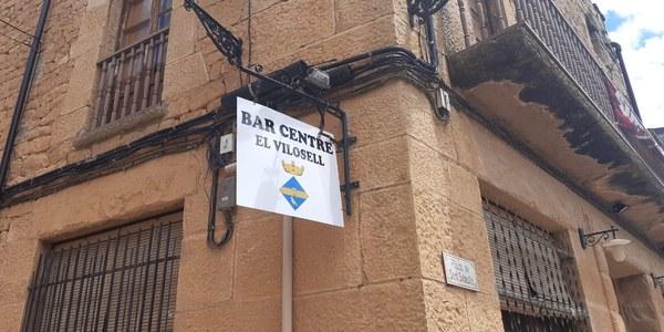 INSTAL·LACIÓ CARTELL BAR CENTRE