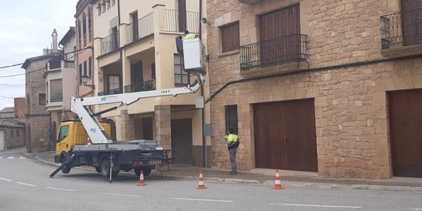 COMENÇA LA RENOVACIÓ DE  L' ENLLUMENAT DE 70 FAROLES AMB LLUMS LED