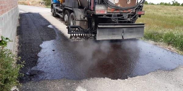 Reparació de l'asfalt al camí dels Gorgs, desperfectes causats pels aiguats. Foto 01
